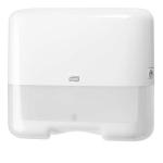 Řada Tork Elevation je série hladkého a funkčního vzhledu v moderním duchu, který pasuje do prostředí většiny toalet a umýváren. Systém: H3 - Systém se skládáním C-fold a Singlefold (ZZ); Materiál: Plast; Barva: Bílá; Šířka: 33,2 cm; Výška: 29,1 cm; Hloubka: 13,5 cm