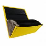 Koženková dvouzipová kasírka / flek ve žluté barvě, vzorem napodobujícím kůži. Standartní provedení kasírky vhodné pro všechny čišníky a servírky.