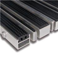 Gumová hliníková kartáčová venkovní vstupní rohož FLOMA Alu Extra - délka 100 cm, šířka 100 cm a výška 2,7 cm