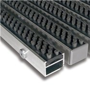 Šedá hliníková venkovní kartáčová vstupní rohož FLOMA Alu Super - délka 100 cm, šířka 100 cm a výška 2,7 cm