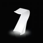 Svítící řečnický pult SWISH vycházející z dílny návrháře Karima Rashida je funkční, ale i originální. Nabízí dva druhy osvětlení: úsporná žárovka nebo RGB LED panel na baterii. Rozměry: 62 x 62 h 120 cm. Určeno pro vnitřní využití s využitím úsporné žárovky nebo i pro venkovní užití za použití RGB LED panelu na baterii.