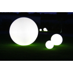 GLOBO je dostupný v několika rozměrech. Osvětlení je řešeno pomocí úsporných žárovek a nebo pomocí RGB LED panelu na baterii.