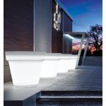 Svítící květináč IKON.Dodává se ve 4 variantách: pro vnitřní užití, venkovní užití, s RGB LED světlem vnitřní, s RGB LED světlem vnější.Výběr je z mnoha velikostí (od Ø 40 do Ø 160 cm). Materiál polyetylén. Matné barevné provedení. Barva květináče je transparentní neutrální.