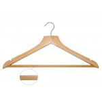 Dřevěné ramínko s tyčí na kalhoty. Otočný kovový háček, protiskluzová lišta. Šířka: 44cm