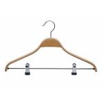 Laminované dřevěné ramínko s klipsy na zavěšení kalhot. Nastavitelné klipsy. Otočný kovový háček. Šířka: 43cm