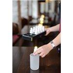 LED svíčky jsou odolné vůči vodě i větru, nabíjí se přes noc a nabízejí působivou dobu svícení až 13 hodin.Kromě toho pomáhají snížit spotřebu elektřiny, množství zbytkového odpadu a náklady: oproti standardním čajovým svíčkám jsou mnohem levnější.