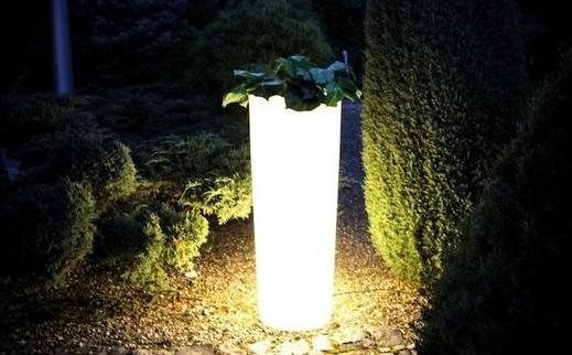 svítící květináč
